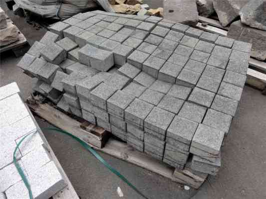 Pavés béton gris foncé 10x10x8 cm
