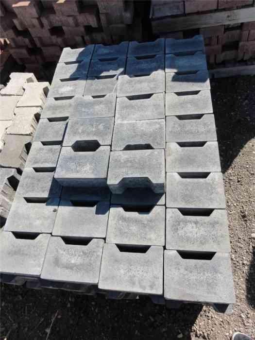 Pavés béton gris foncé