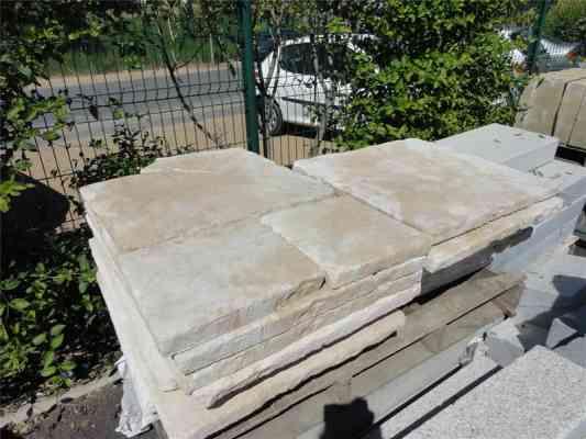 Dalles beige pierre reconstituée style ancien