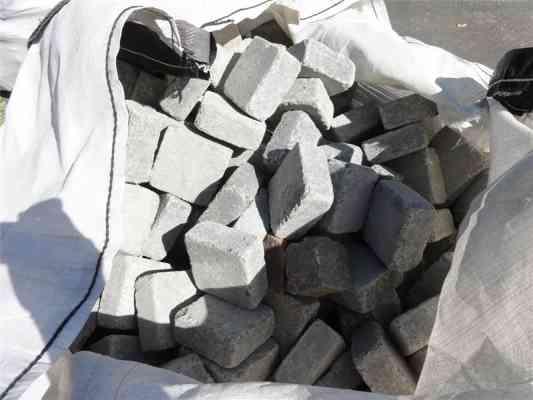 Pavés béton gris foncé anthracite 10x10x8 cm